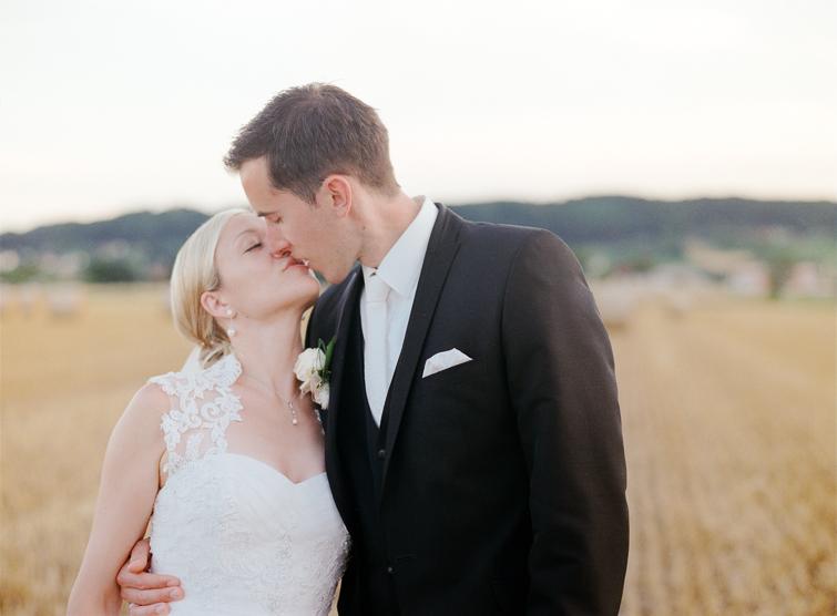 Kuss Hochzeit Kornfeld