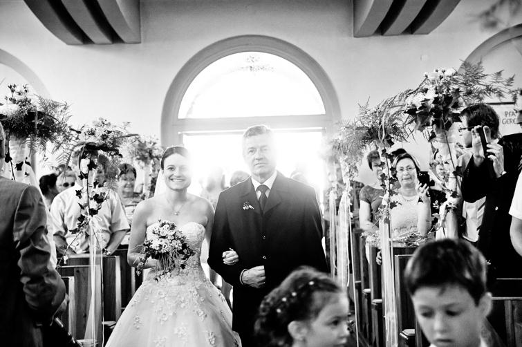 Die Braut kommt zum Altar