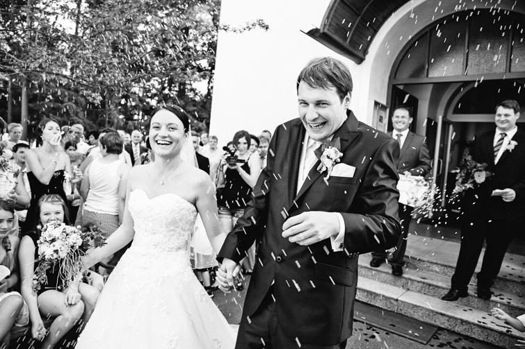 Reiskörner am Brautpaar