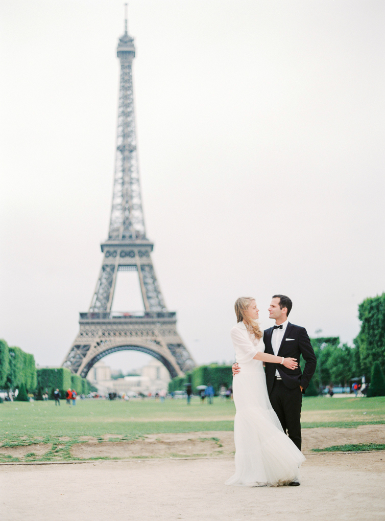 Love infront of the Eifel Tower