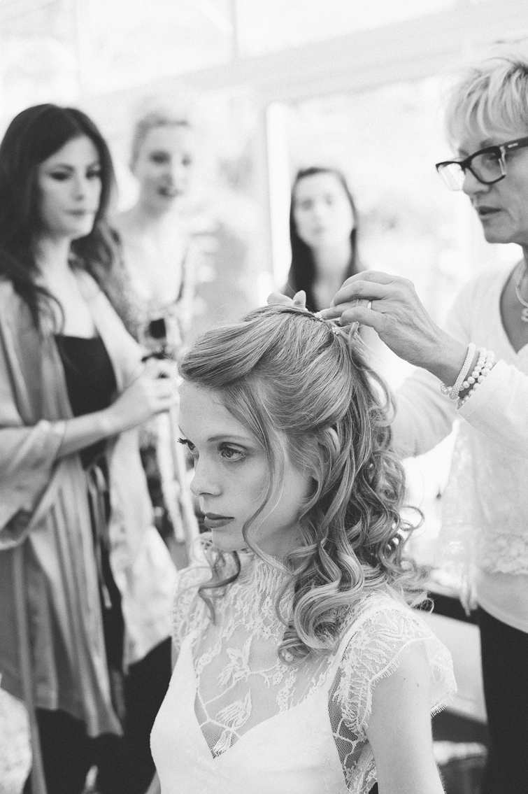 friseur_kuss_hochzeitsfoto_fineart_kreativ_außergewoehnlich_stilvoll_kuenstlerisch_originell_ideen_inspiration_romantisch_bewegend_destination wedding_paris_chateau wedding