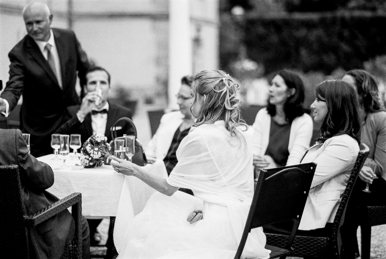Gästefoto_hochzeitsfoto_fineart_kreativ_außergewoehnlich_stilvoll_kuenstlerisch_originell_ideen_inspiration_romantisch_bewegend_destination wedding_paris_chateau wedding_hochzeitsfotograf wien