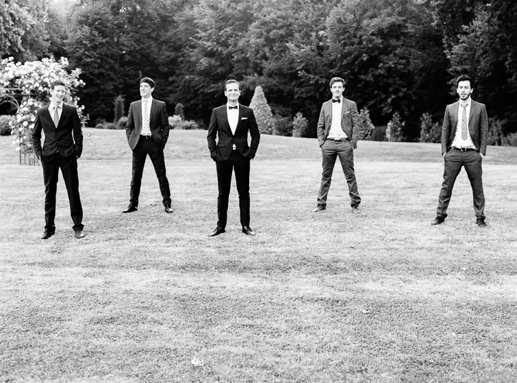 groomsman_hochzeitsfoto_fineart_kreativ_außergewoehnlich_stilvoll_kuenstlerisch_originell_ideen_inspiration_romantisch_bewegend_destination wedding_paris_chateau wedding_hochzeitsfotograf wien